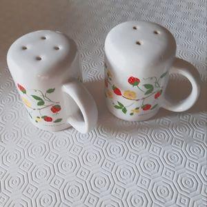 Vintage M. Kamenstein ceramic / Salt and Pepper